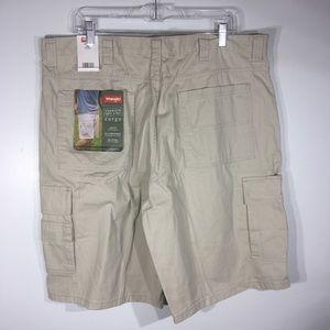 NWT Wrangler Khaki Cargo Shorts 38